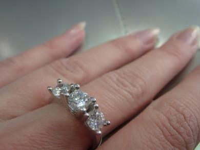 Сребърен пръстен с  циркони