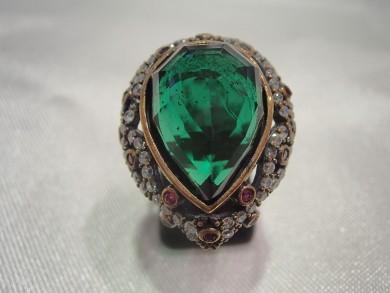 Сребърен пръстен с изумруд,рубини и циркони