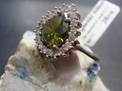 сребърен пръстен с хризолит  и циркони