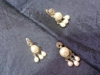 Сребърен комплект с естественни перли и марказити