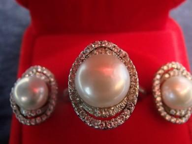 Сребърни обеци и пръстен с естественни перли и циркони