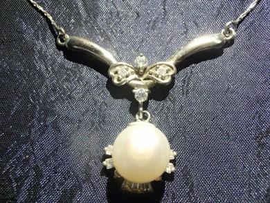 Сребърно колие с естественна перла и циркон